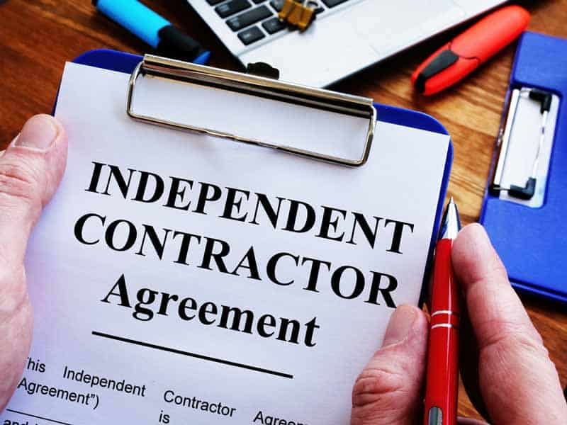 independent contractor agreement on clipboard