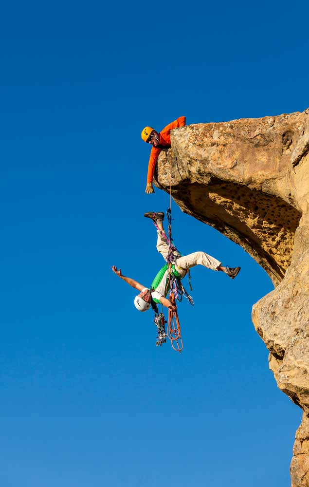 Rock climber struggling signifying Doordash's challenges with new pay model
