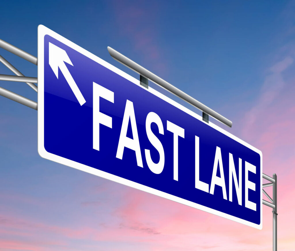 Road sign saying Fast Lane and arrow pointing left indicating new Womply PPP Fast Lane application.